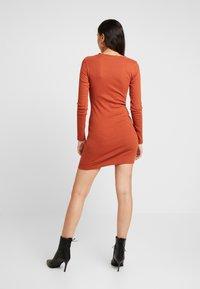 Missguided - LETTUCE HEM BODYCON MINI DRESS - Robe fourreau - rust - 3