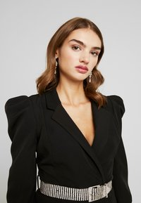 Missguided - CUFF EMBELLISHED BUCKLE BELT BLAZER DRESS - Kjole - black - 4