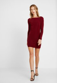 Missguided - SLINKY CROSS BACK MINI DRESS - Pouzdrové šaty - burgundy - 2