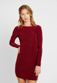 Missguided - SLINKY CROSS BACK MINI DRESS - Pouzdrové šaty - burgundy - 3