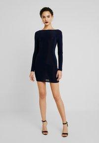 Missguided - SLINKY CROSS BACK MINI DRESS - Pouzdrové šaty - navy - 2