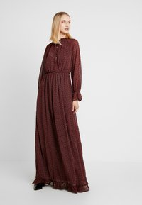 Missguided - FLORAL FRILL LONG SLEEVED DRESS - Vestido largo - red - 0