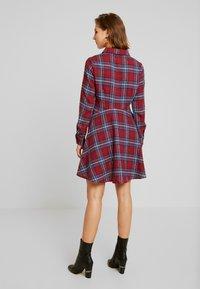 Missguided - BRUSHED SKATER SHIRT DRESS TARTAN - Freizeitkleid - burgundy - 3