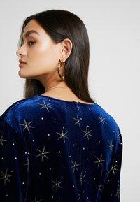 Missguided - LIGHT MAGIC GLITTER BUTTON FRONT MIDI DRESS - Denní šaty - blue - 3