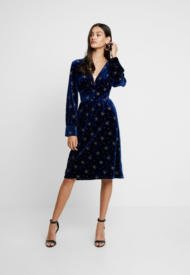 Missguided - LIGHT MAGIC GLITTER BUTTON FRONT MIDI DRESS - Day dress - blue