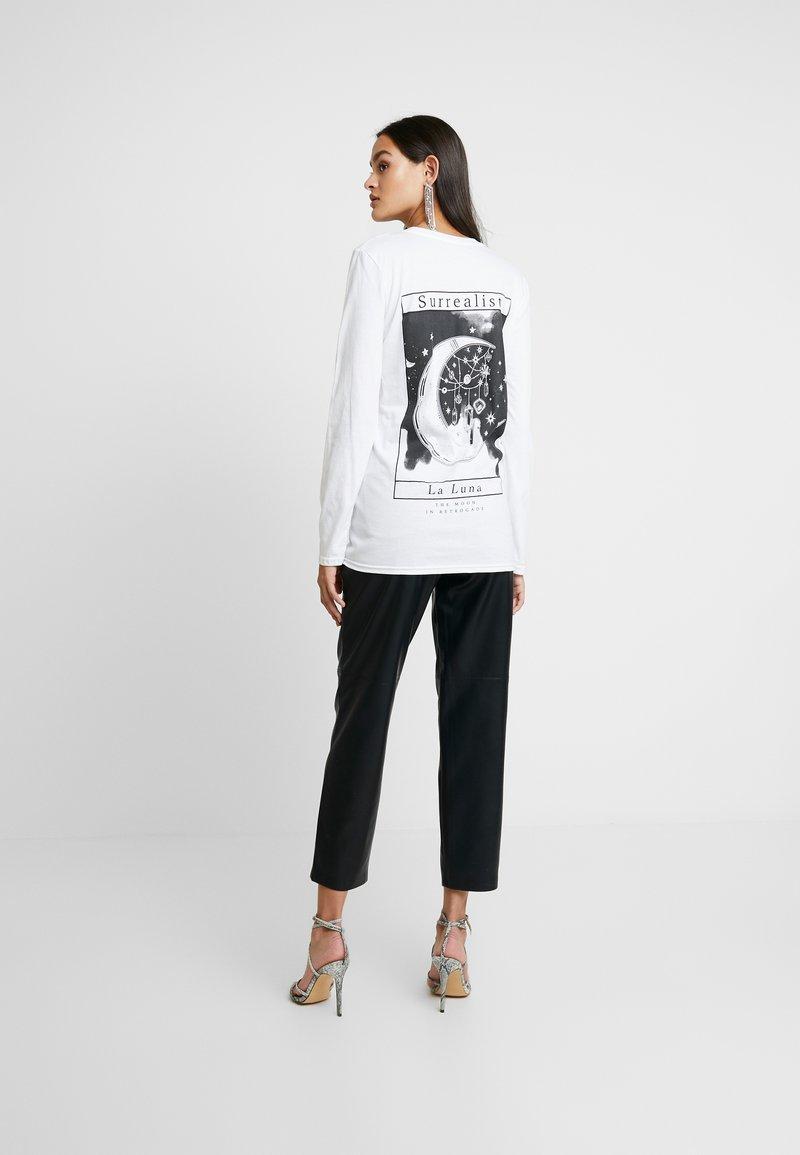 Missguided - LIGHT MAGIC SURREALIST LUNA BACK PRINT LONG SLEEVED - Långärmad tröja - white