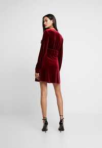 Missguided - LIGHT MAGIC PLUNGE BUTTON FLARED MINI DRESS - Robe d'été - burgundy - 2