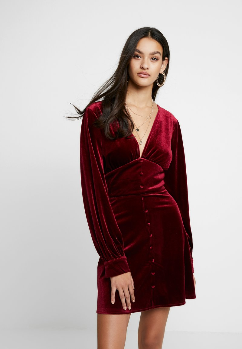 Missguided - LIGHT MAGIC PLUNGE BUTTON FLARED MINI DRESS - Robe d'été - burgundy