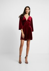 Missguided - LIGHT MAGIC PLUNGE BUTTON FLARED MINI DRESS - Robe d'été - burgundy - 1