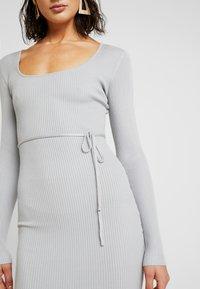 Missguided - ROUND NECK BELTED MIDI DRESS - Pouzdrové šaty - grey - 5