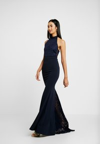 Missguided - BRIDESMAID HALTERNECK FISHTAIL MAXI - Galajurk - navy - 2