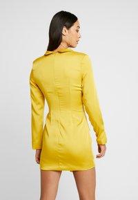 Missguided - DRAPE PLEATED DRESS - Cocktailkleid/festliches Kleid - chartuse - 3