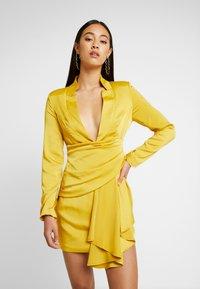 Missguided - DRAPE PLEATED DRESS - Cocktailkleid/festliches Kleid - chartuse - 0