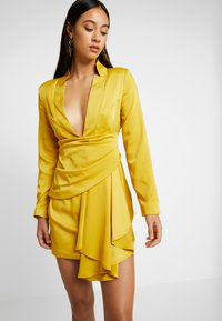 Missguided - DRAPE PLEATED DRESS - Cocktailkleid/festliches Kleid - chartuse - 4