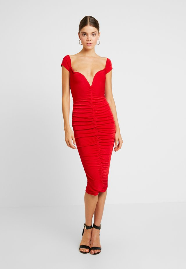 V PLUNGE BARDOT RUCHED MIDI DRESS - Jersey dress - red