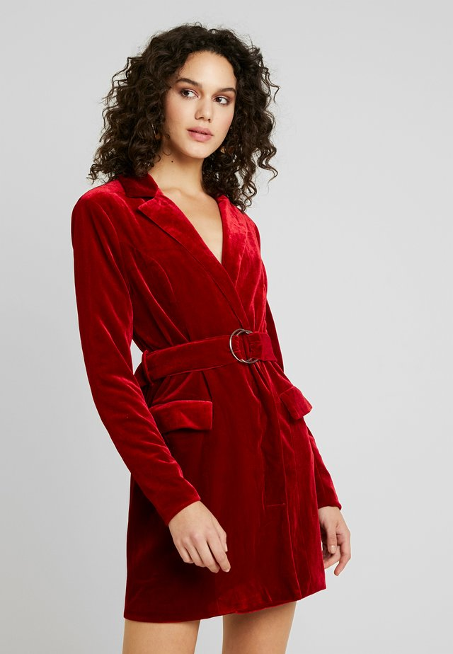 PLUNGE O RING BELTED BLAZER DRESS - Day dress - red