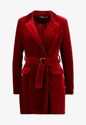 PLUNGE O RING BELTED BLAZER DRESS - Denní šaty - red