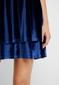 Missguided - STRAPPY CROSS BACK MINI DRESS - Robe de soirée - navy - 6