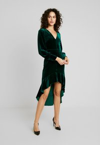 Missguided - BUTTON UP HIGH LOW DRESS - Day dress - emerald - 0