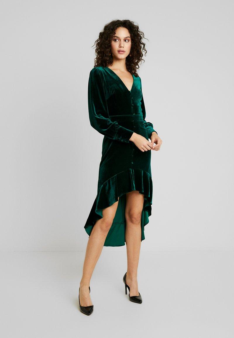 Missguided - BUTTON UP HIGH LOW DRESS - Hverdagskjoler - emerald