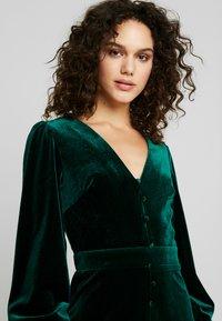 Missguided - BUTTON UP HIGH LOW DRESS - Hverdagskjoler - emerald - 4