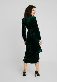Missguided - BUTTON UP HIGH LOW DRESS - Hverdagskjoler - emerald - 3