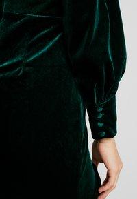 Missguided - BUTTON UP HIGH LOW DRESS - Hverdagskjoler - emerald - 7