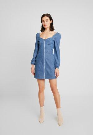 SQUARE NECK ZIP FRONT MINI DRESS - Denimové šaty - blue