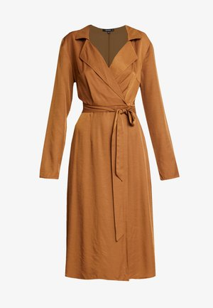 PLUNGE BELTED SLIT FRONT MIDI DRESS - Vestido camisero - sand