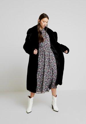 FLORAL TIE FRONT KEYHOLE MIDI DRESS - Korte jurk - black