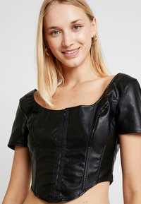 Missguided - JORDAN LIPSCOMBE PU MILKMAID TOP HOOK & EYE - Blus - black - 3
