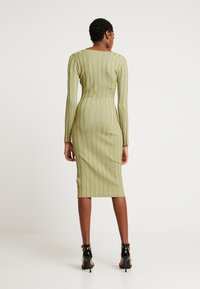 Missguided - NECK MIDI DRESS WITH BUTTON SIDE DETAIL - Robe fourreau - green - 2