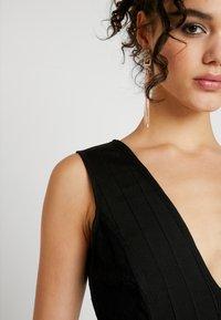Missguided - PLUNGE BANDAGE PANELLED BODYCON DRESS - Sukienka letnia - black - 6