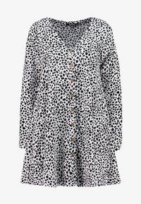 Missguided - BUTTON THROUGH SMOCK POLKA DOT - Korte jurk - black/white - 6