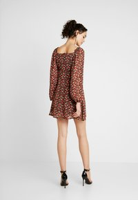 Missguided - MILKMAID DRESS FLORAL - Kjole - red - 3