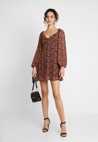 Missguided - MILKMAID DRESS FLORAL - Kjole - red - 2