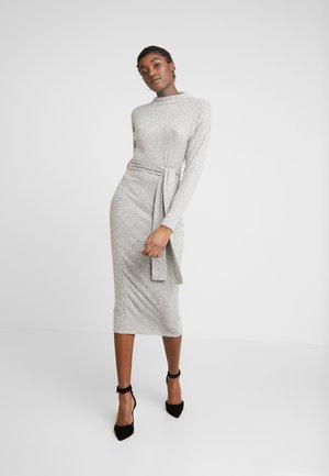 BRUSHED HIGH NECK BELTED MIDI DRESS - Pouzdrové šaty - grey
