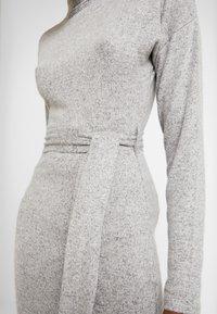 Missguided - BRUSHED HIGH NECK BELTED MIDI DRESS - Etui-jurk - grey - 6