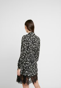 Missguided - DETAIL FLORAL TIE NECK DRESS - Robe d'été - black