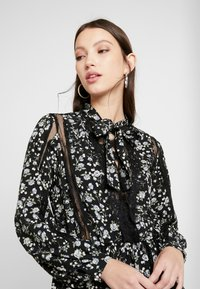 Missguided - DETAIL FLORAL TIE NECK DRESS - Robe d'été - black - 5