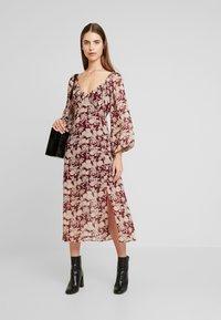 Missguided - MILKMAID MIDAXI DRESS - Robe longue - burgundy - 1