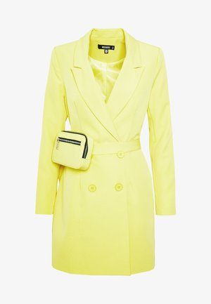 CODE CREATE BLAZER DRESS AND BUMBAG - Kjole - yellow