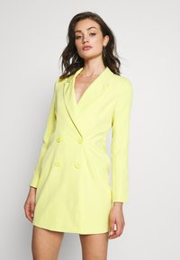 Missguided - CODE CREATE BLAZER DRESS AND BUMBAG - Denní šaty - yellow - 5