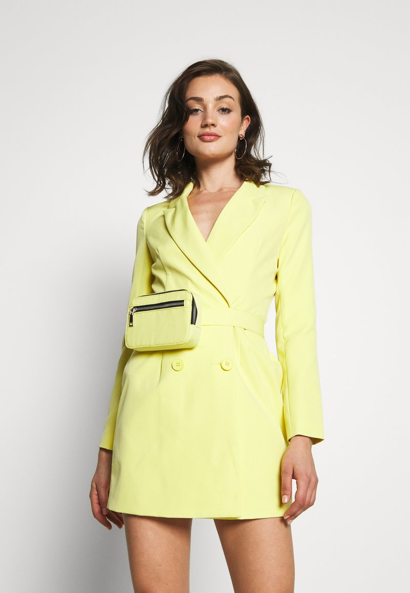 Missguided - CODE CREATE BLAZER DRESS AND BUMBAG - Denní šaty - yellow