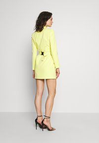 Missguided - CODE CREATE BLAZER DRESS AND BUMBAG - Denní šaty - yellow - 3