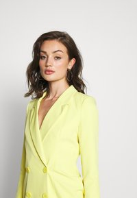Missguided - CODE CREATE BLAZER DRESS AND BUMBAG - Denní šaty - yellow - 7