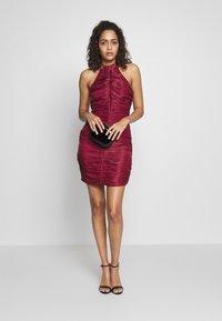 Missguided - RUCHED HALTER BODYCON MINI DRESS - Vestido de cóctel - red - 1