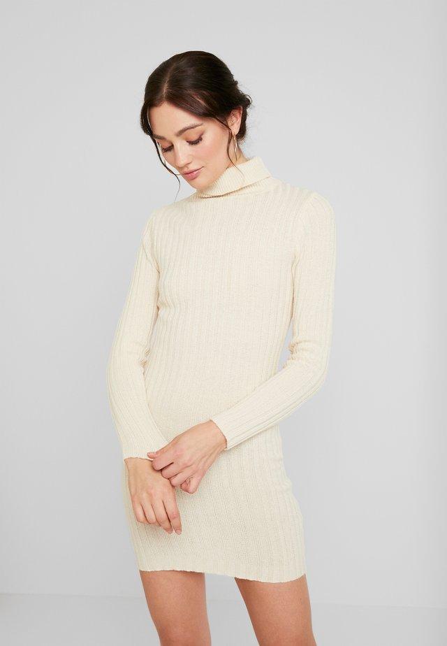 ROLL NECK RIBBED JUMPER DRESS - Pouzdrové šaty - stone