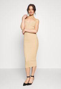 Missguided - POPPER RIBBED KNITTED MIDAXI DRESS - Gebreide jurk - camel - 1
