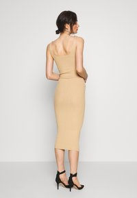 Missguided - POPPER RIBBED KNITTED MIDAXI DRESS - Gebreide jurk - camel - 2